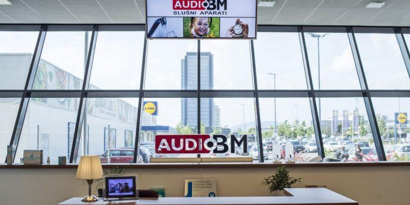 slusni-aparati-audio-bm-unitron-hearing-aids-hearing-matters-sluh-je-pomemben-slusni-center3