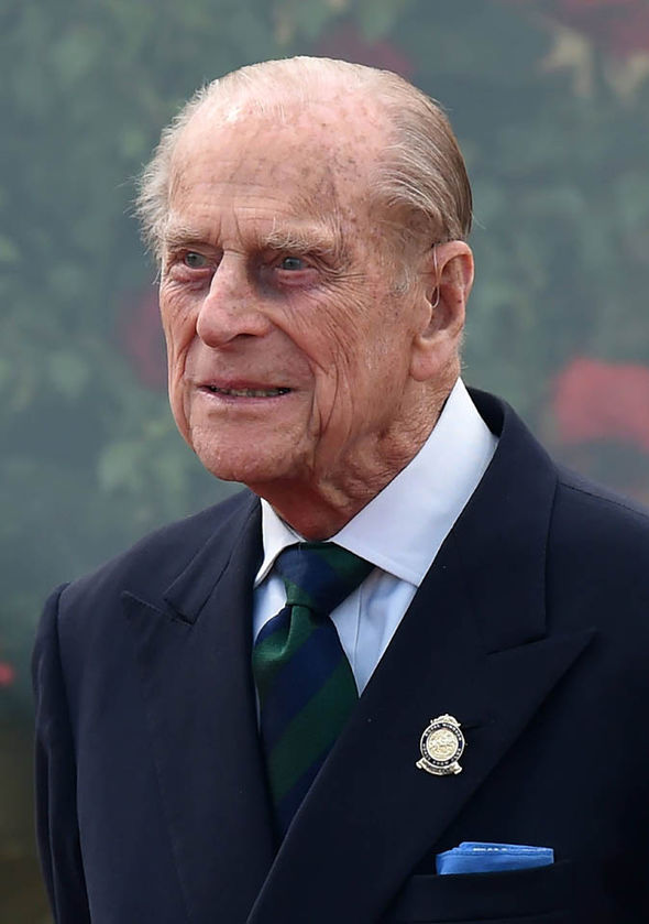 Prince-Philip-uporablja-slusne-aparate-audio-bm-novice