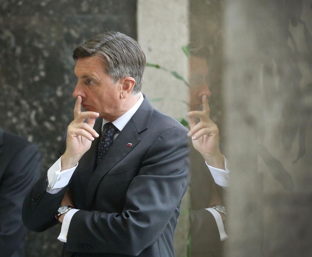 Borut-Pahor-tiitus-tezave-s-sluhom-audio-bm-FOTO-Leon-Vidic-Delo