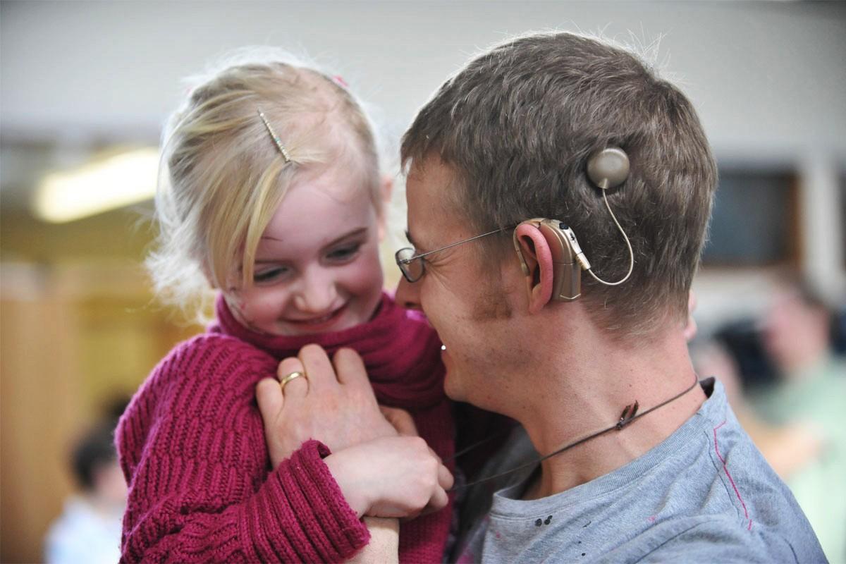 Polzev-vsadek-cochlear-implant_audio-bm-slusni-centri-informacije