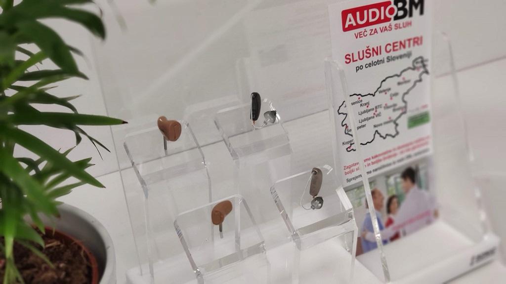 AUDIO-BM-slusni-center-Ptuj-PLATANA-Potrceva-cesta-15-aparati-baterije-vusesni-zausesni-pametni-svetovanje-blizina-ORL-avdigram